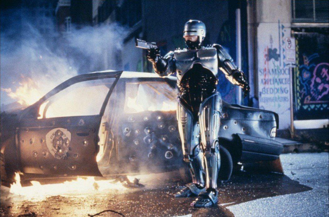 美國熱賣的好萊塢強片「機器戰警」在台灣也締造票房佳績,打垮對手。圖/摘自Indi...