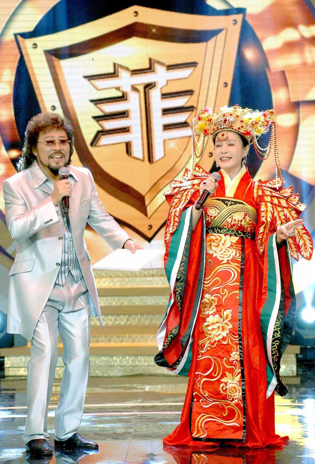 張菲(左)表示會繼續錄節目。圖/資料照片