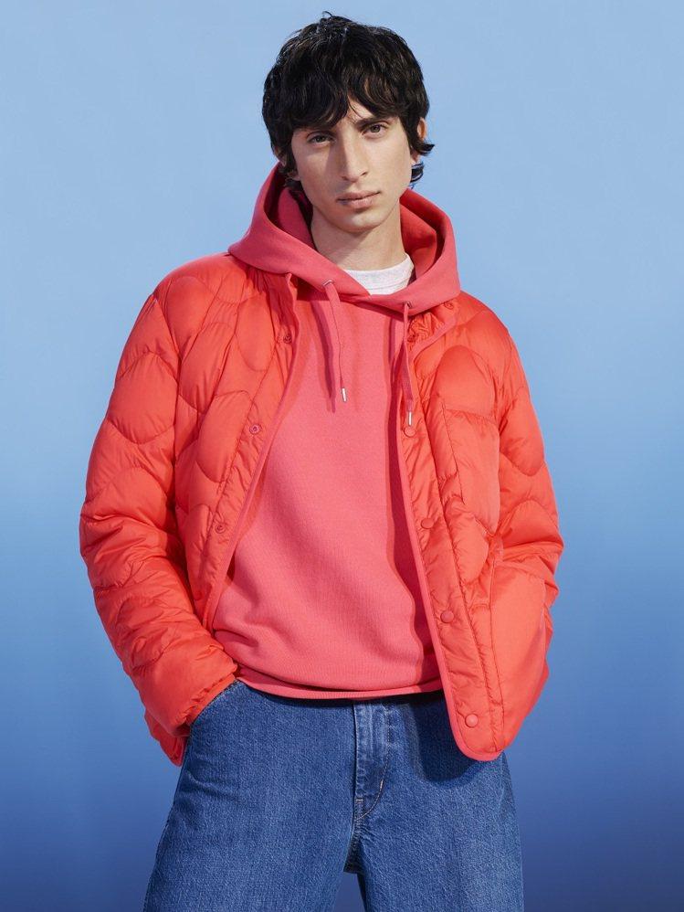 U特級極輕輕薄型羽絨布勞森外套2,490元、U牛仔褲1,490元、U休閒連帽上衣...