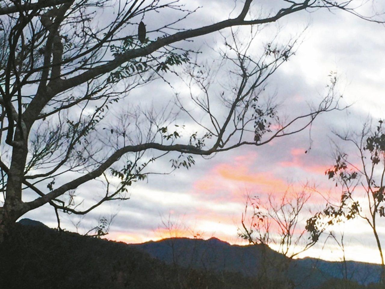 樟樹湖日出。 圖片提供/渡也