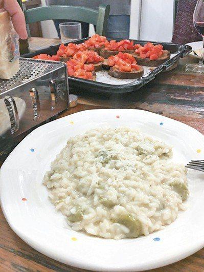 與外籍同學共享的「義大利阿嬤式午餐」。圖/毛奇