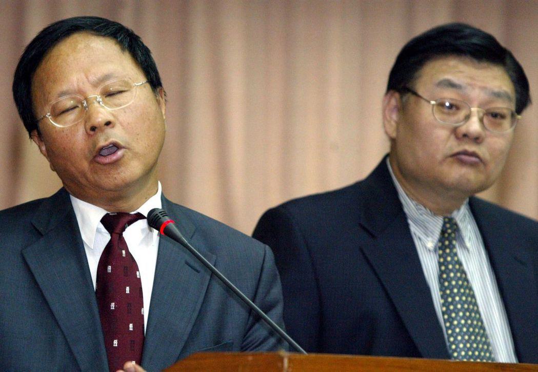 當年杜正勝(左)力保黃光彩(右)任台師大校長,備受爭議。 圖/聯合報系資料照片