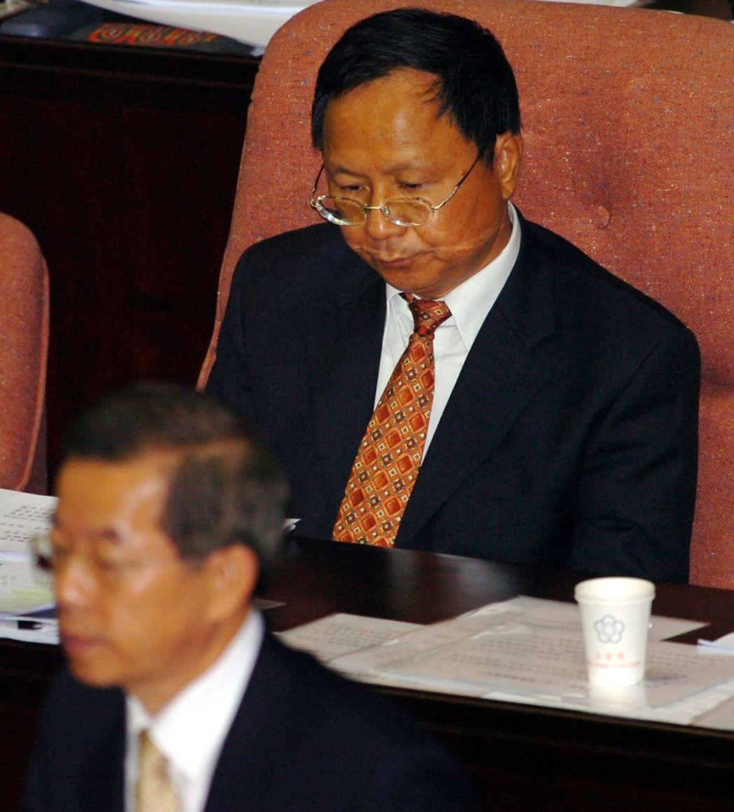 黃光彩校長被撤銷,當年閣揆謝長廷(前)說「我上任後就處理很快」。 圖/聯合報系資...
