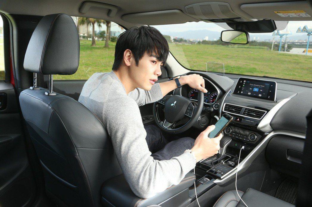 SDA多媒體連結系統與Apple CarPlay功能,提供更便利多元的功能。 記...