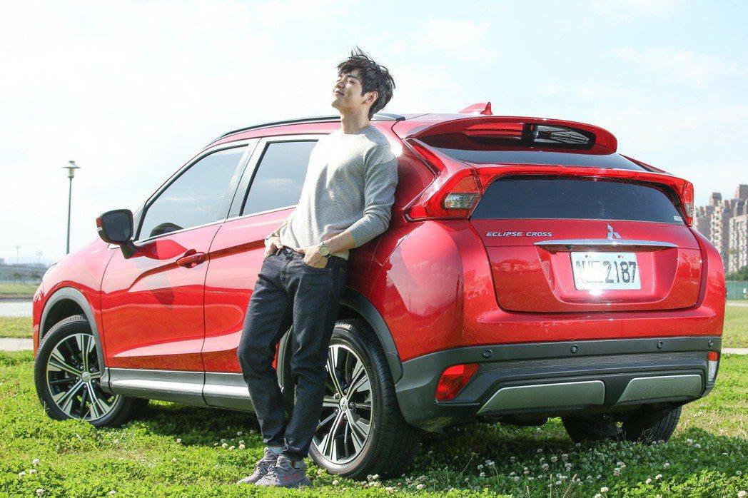 布魯斯今年起改名禾浩辰,與同樣重新出發的Mitsubishi Eclipse Cross搭檔拍攝。 記者陳立凱/攝影