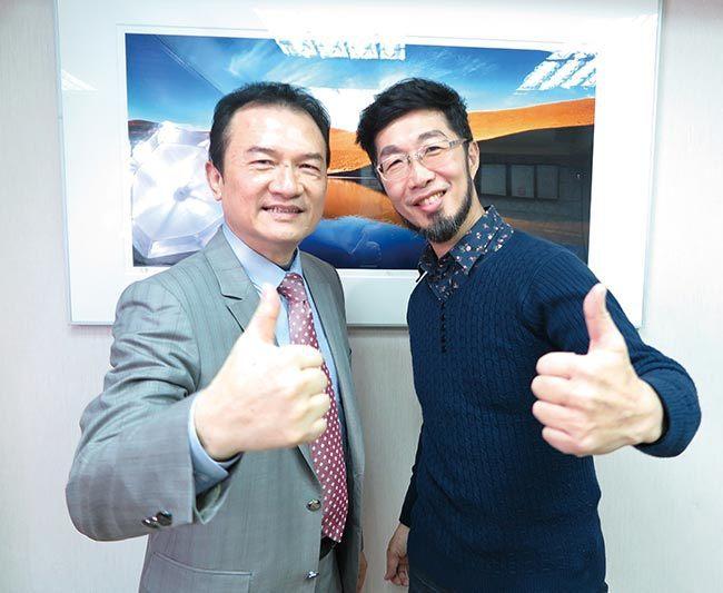 理財周刊發行人洪寶山(左)、亞洲第一沙手莊明達(右)