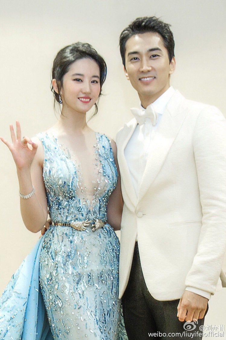 劉亦菲和宋承憲結束2年半戀情。圖/摘自微博