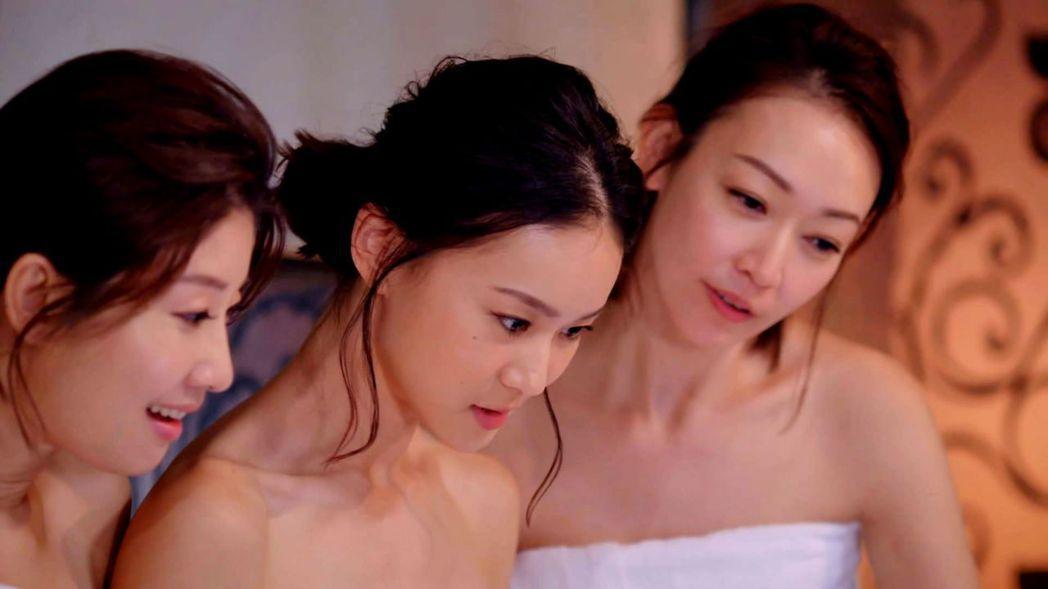 朱芷瑩(左起)鍾瑶和潘慧如拍泡湯戲。圖/三立提供