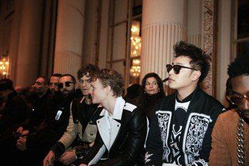 潘瑋柏近日以貴賓身份受邀至巴黎時尚周,他一共參加品牌Cerruti 1881、Balmain Homme、Lavin及Kenzo等4個展, 他趁著看展找到了不少演唱會服裝的靈感。工作空檔,潘瑋柏買了...