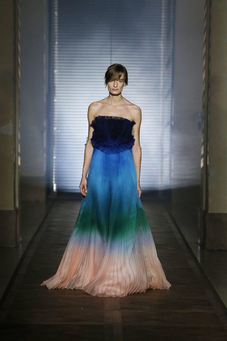 紀梵希設計總監凱勒首次創作高級訂製服。圖/紀梵希提供