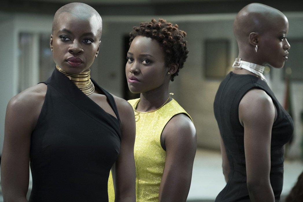 「陰屍路」戴娜葛瑞拉(左)和露琵塔妮詠歐(中)在「黑豹」裡都是女強人。圖/漫威提...