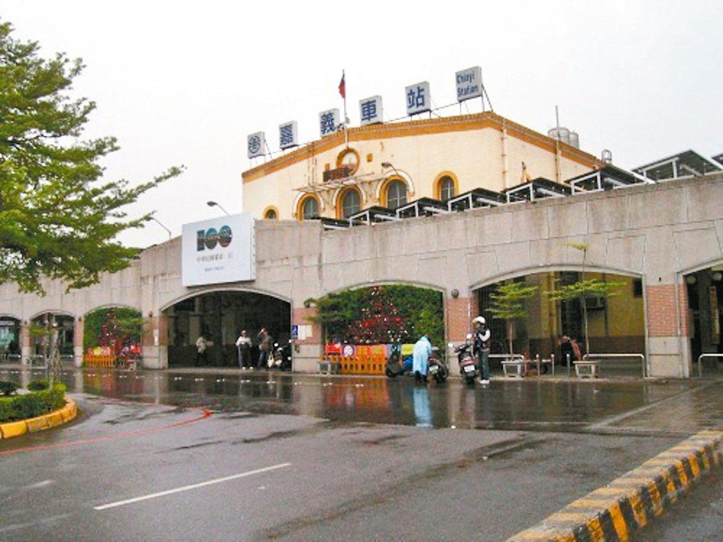 大幅整建後的嘉義火車站站前廣場。 圖╱嘉義市觀光旅遊網提供