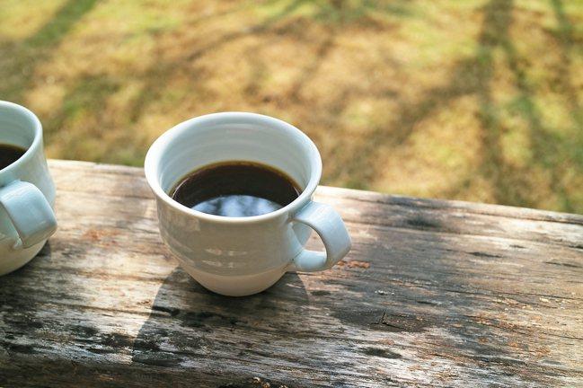京都傳統工藝套用到咖啡上,朝日燒製陶手工細緻。 圖/森CASA提供