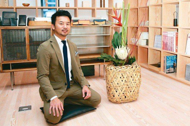 小菅達之結合時尚與竹工藝。 記者陳瑞源/攝影