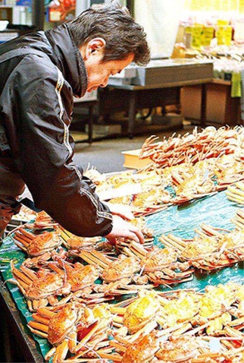 楚蟹等級分類多達百種,價格落差大。鮮度以外,購買時須注意重量、尺寸、有無蟹蛭卵及...