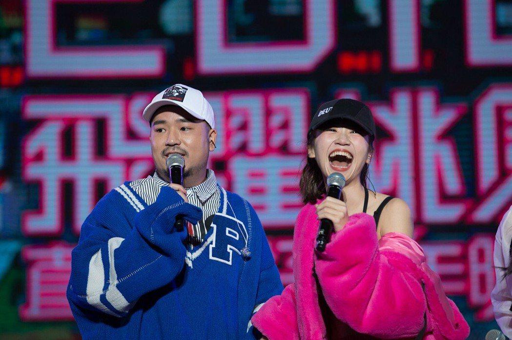 阿達(左)與Lulu(右)在跨年一起同台演出。 圖/擷自Lulu IG