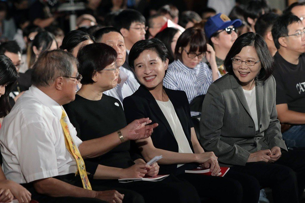 臺灣政治人物的問題也不在於擁有自己的價值想像,而在於他們當選後總是急於窮盡各種方...
