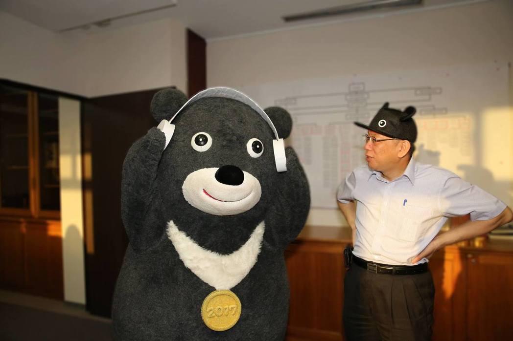 柯市長對於為什麼挑選民主、自由、多元、開放,當然法治、人權和環保這些臺灣價值,又...