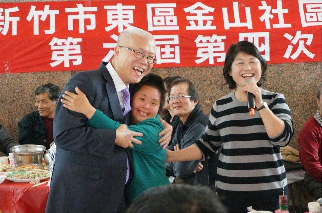 新竹市議長謝文進(左)。 圖/讀者董玉禎提供