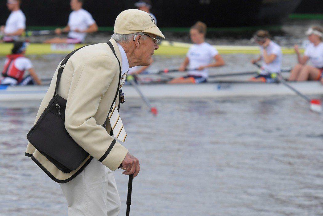 英國梅伊首相特別提到,獨居老人缺乏社交生活因而產生孤獨感,這對老人的生理和心理健康皆會造成負面影響。 圖/路透社
