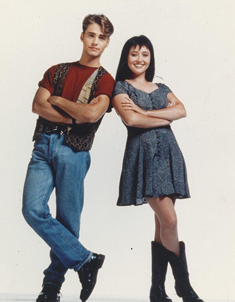 俊俏美麗雙胞胎兄妹是「飛越比佛利」最初的主角。圖/摘自imdb
