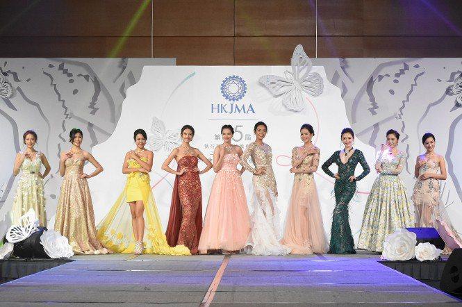 香港珠寶小姐候選佳麗配戴著JMA國際珠寶設計比賽的入圍及得獎作品,美麗萬分。