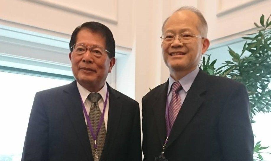 杏輝醫藥集團董事長李志文(左)與杏國新藥總經理蘇慕寰(右)。記者羅真/攝影