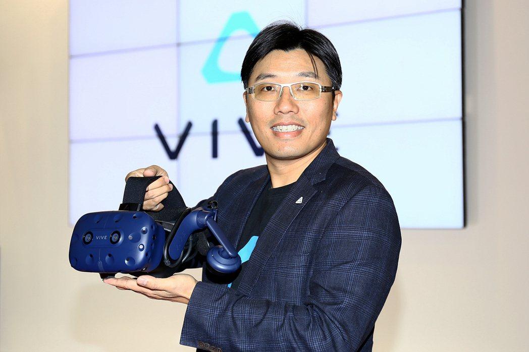 HTC VIVE產品及策略副總經理鮑永哲介紹新一代VIVE Pro及VIVE無線...