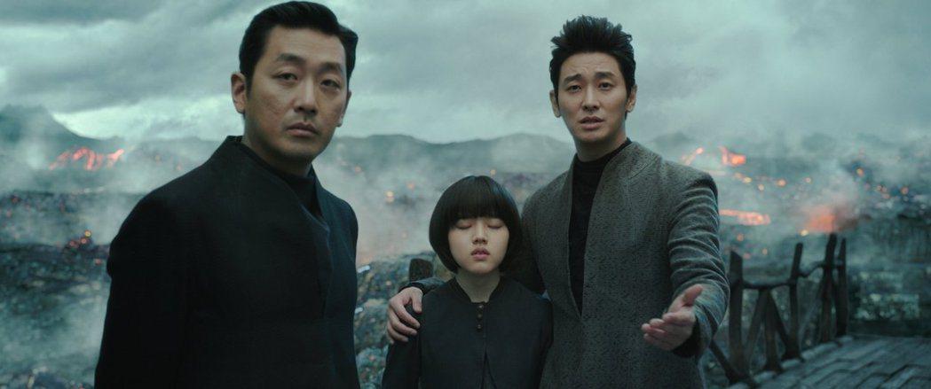 「與神同行」特效精彩,情節感人,全台票房已突破4億。圖/采昌提供