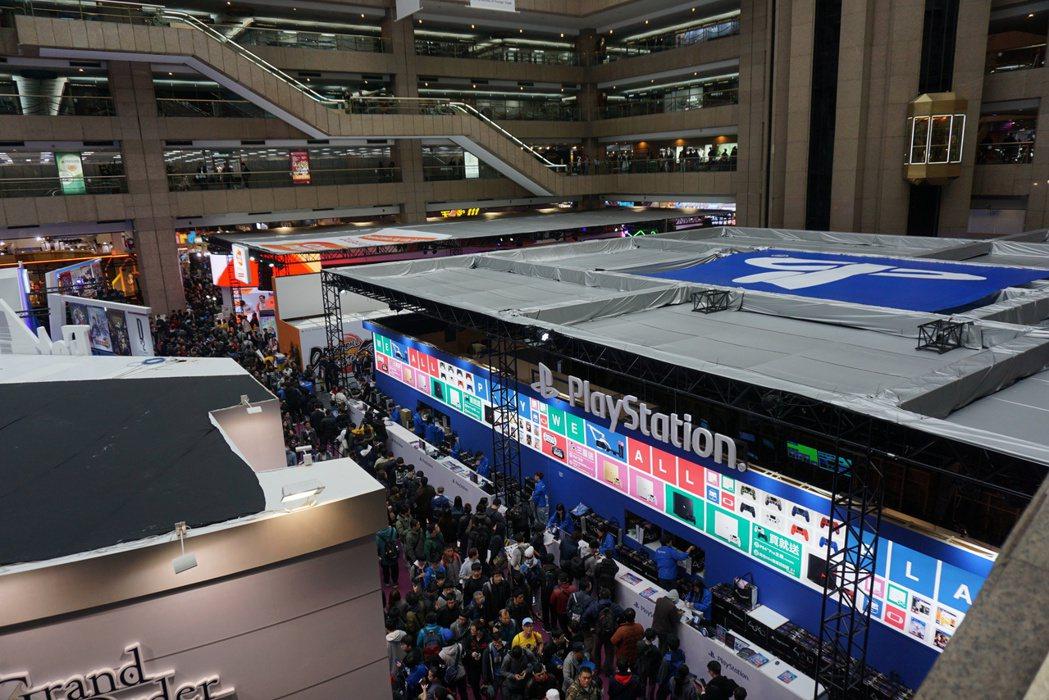 台北國際電玩展玩家區首日,人潮擠爆世貿一館。記者黃筱晴/攝影