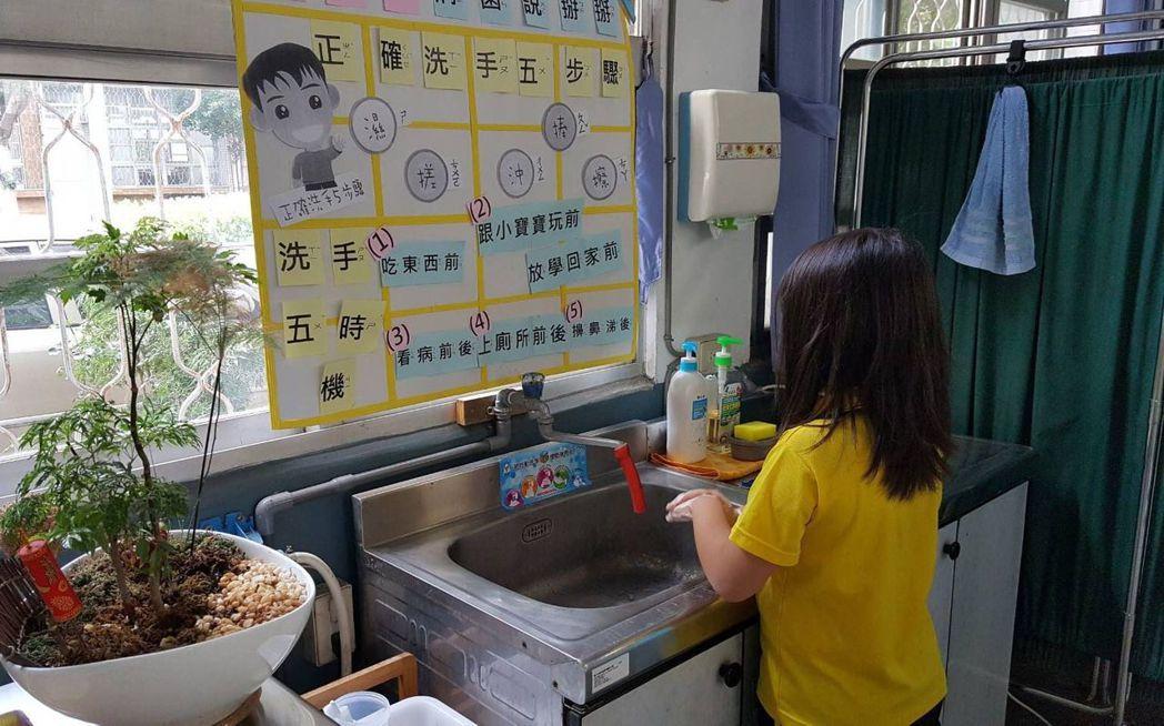 寒假及春節旅遊旺季,是諾羅病毒高峰期,台中市衛生局提醒民眾,如廁後、進食前以肥皂...