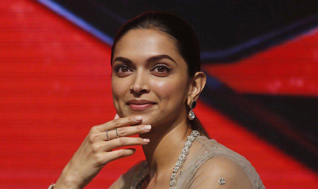 印度女演員荻皮卡帕都恭是電影「帕德瑪瓦特」的主角。 美聯社