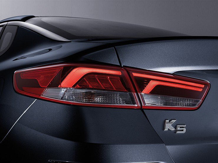 全新Kia K5 LED尾燈。 摘自Kia