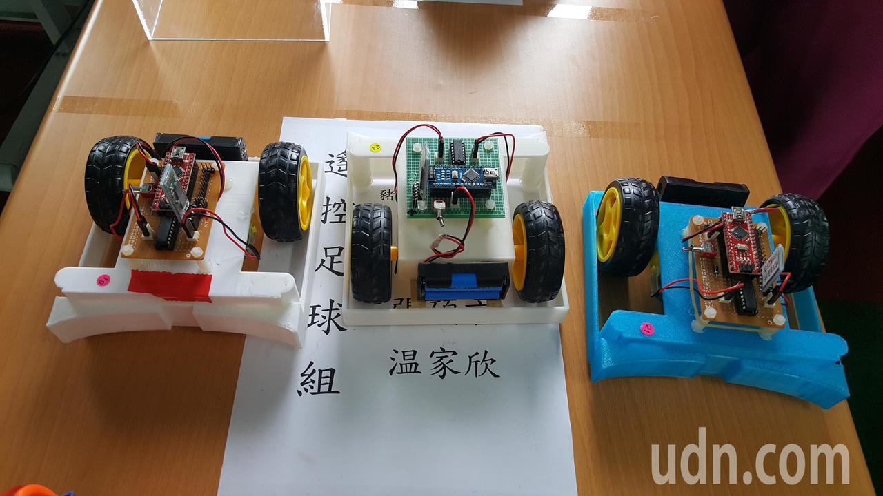 今年新增三對三足球賽,參賽機器人製作材質不限,造型多元。記者胡蓬生/攝影