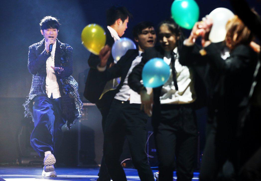 張棟樑《口袋的五度世界》巡迴演唱會,在台北A-STATION展演中心首場開唱,一...