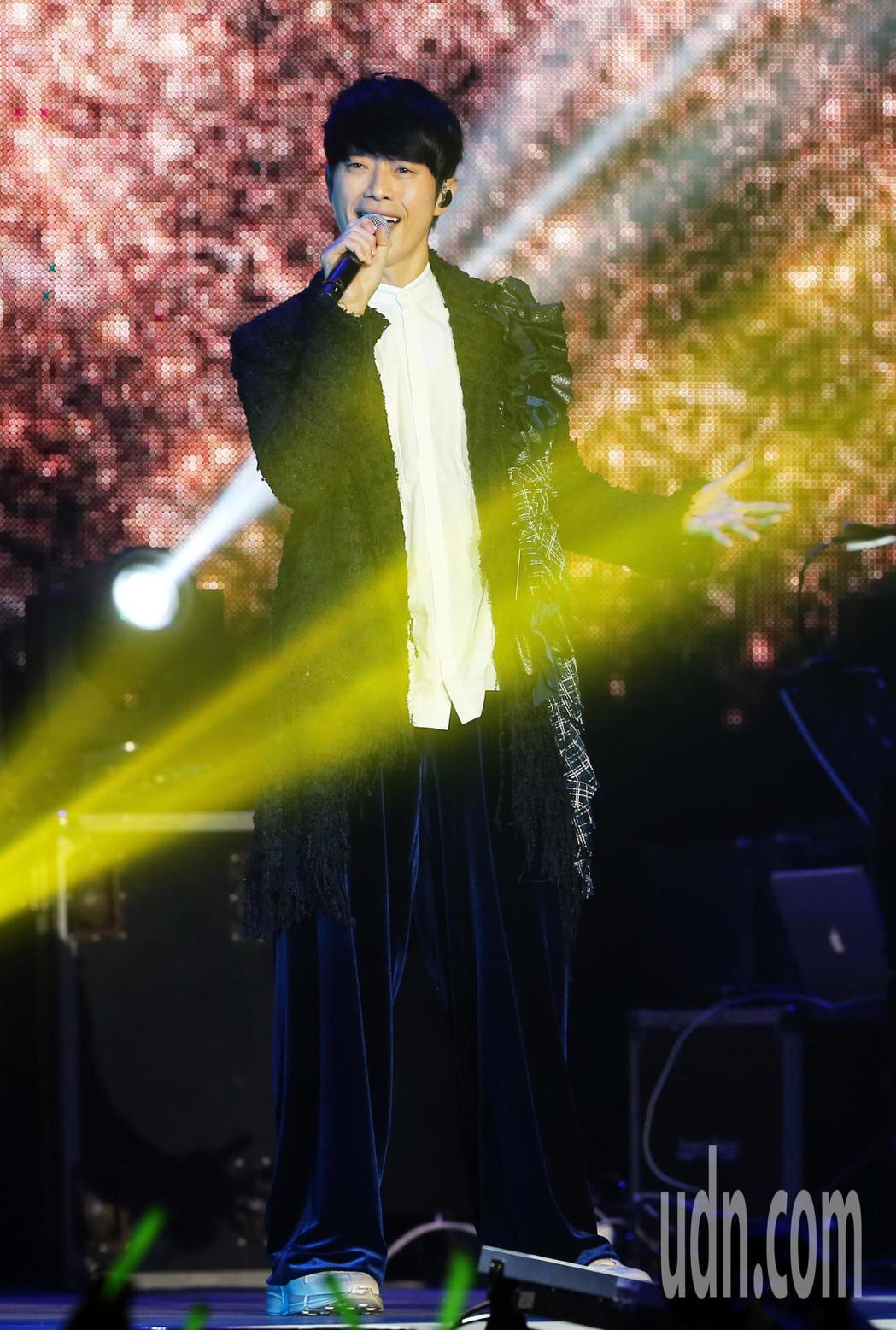 張棟樑在演唱會中一連演唱23首歌與歌迷同樂。記者徐兆玄/攝影