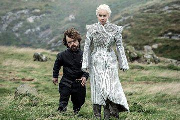 風靡全球萬千觀眾的HBO超人氣大戲「冰與火之歌:權力遊戲」,只剩最後6集就要結束,觀眾卻要等上比之前更久的時間,早先HBO官方已宣布最終季要到明年才首播,卻未講明是在哪一季,而飾演史塔克家么女艾莉亞...