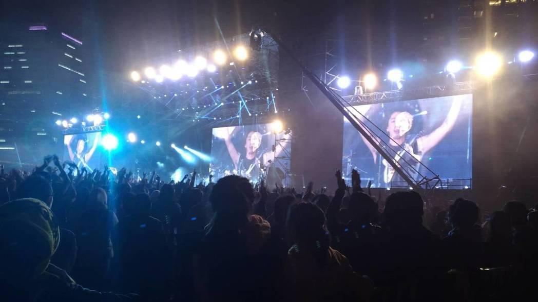ONE OK ROCK 演出場面壯觀。圖/讀者提供