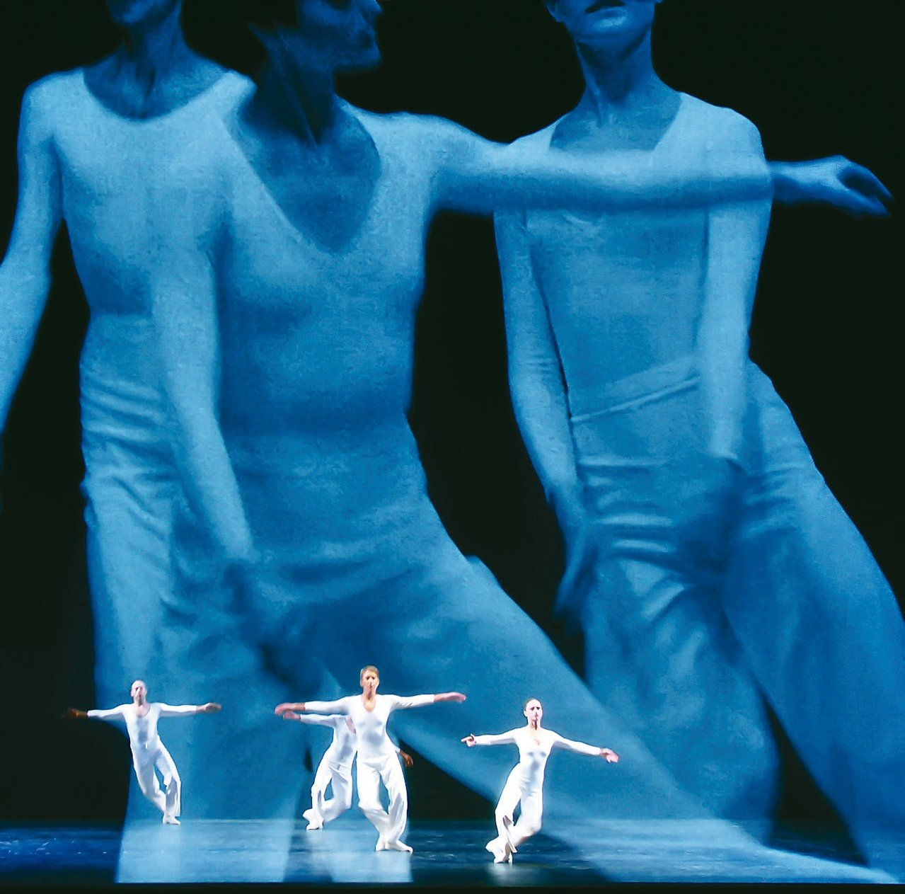 美國後現代舞蹈開拓者之譽的編舞家露辛達.柴爾茲、低限音樂家菲利普.格拉斯及視覺藝...
