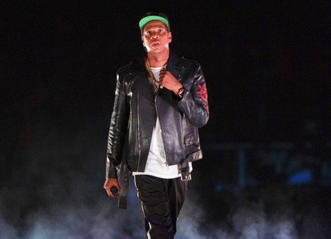 從小生長在破碎家庭,後來靠自己努力成為億萬富翁的饒舌歌手傑斯(Jay-Z),今天在美國樂壇盛事葛萊美頒獎典禮前的活動,接受音樂界大咖讚揚。法新社報導,素有葛萊美獎教父之稱、85歲的戴維斯(Clive...