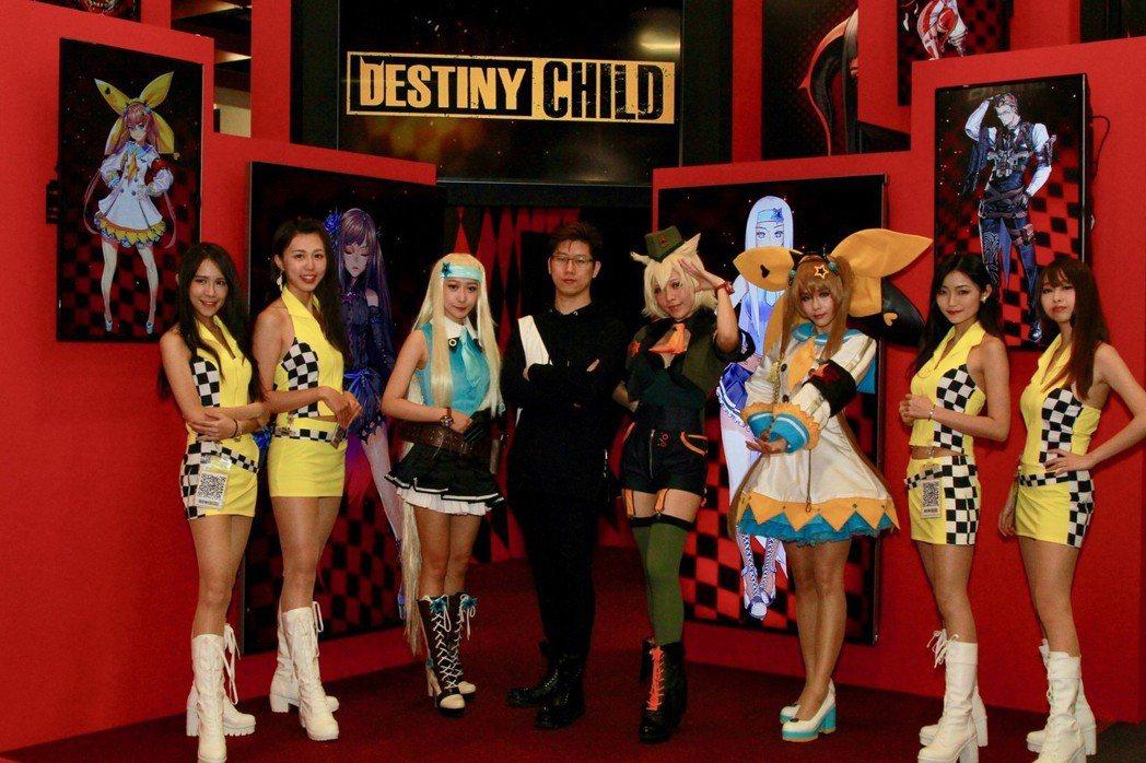 《命運之子》宣布即將在台推出,靈魂人物金亨泰老師與三位主要魅魔角色一起與台灣粉絲...