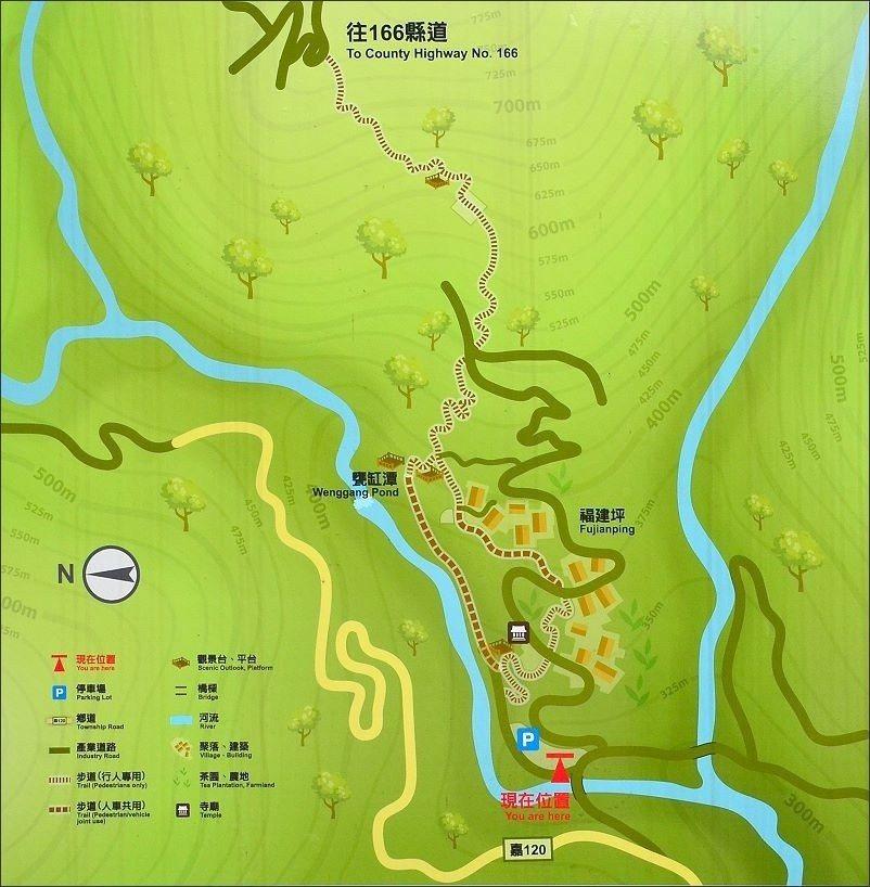 ↑阿里山風管處設立的導覽地圖。此行先沿著溪邊的甕缸潭步道,經甕缸潭瀑布觀景台,接...
