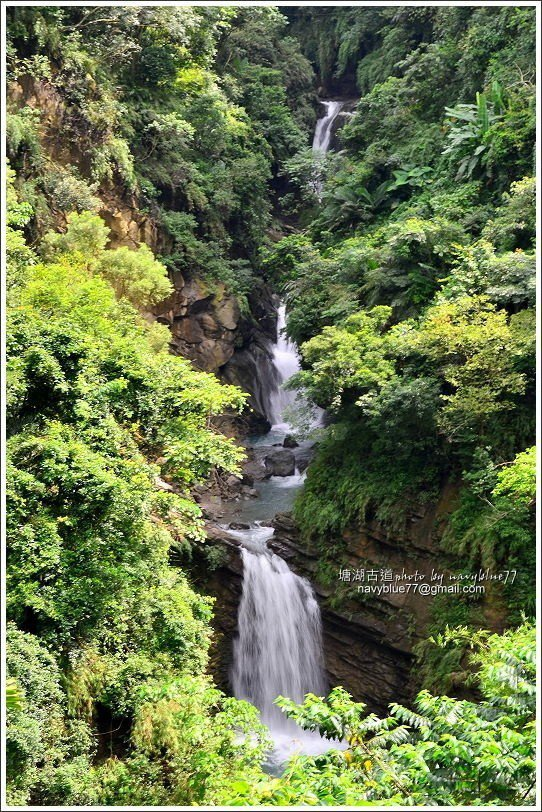 ↑甕缸潭瀑布有三層,每一層透過望遠鏡頭拉近,都覺得瀑布有俊逸之氣。