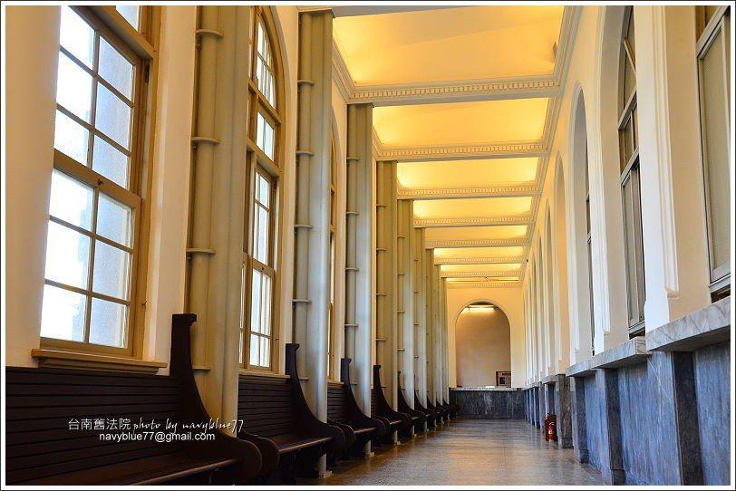 ↑門廳右側有一道長廊。