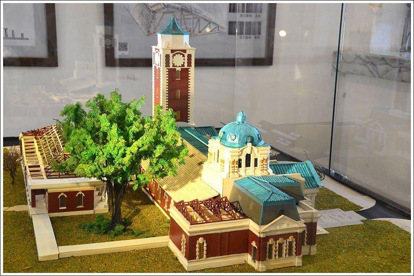 ↑貓道下方的展室有舊法院的模型,可以很清楚的看出原本東西棟上方圓塔與天塔的不同。