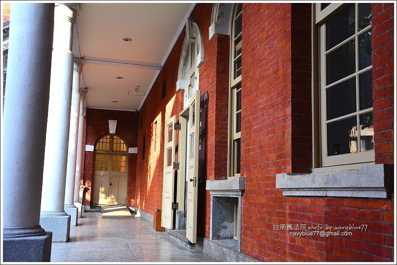 ↑法庭外的走廊也很有味道。
