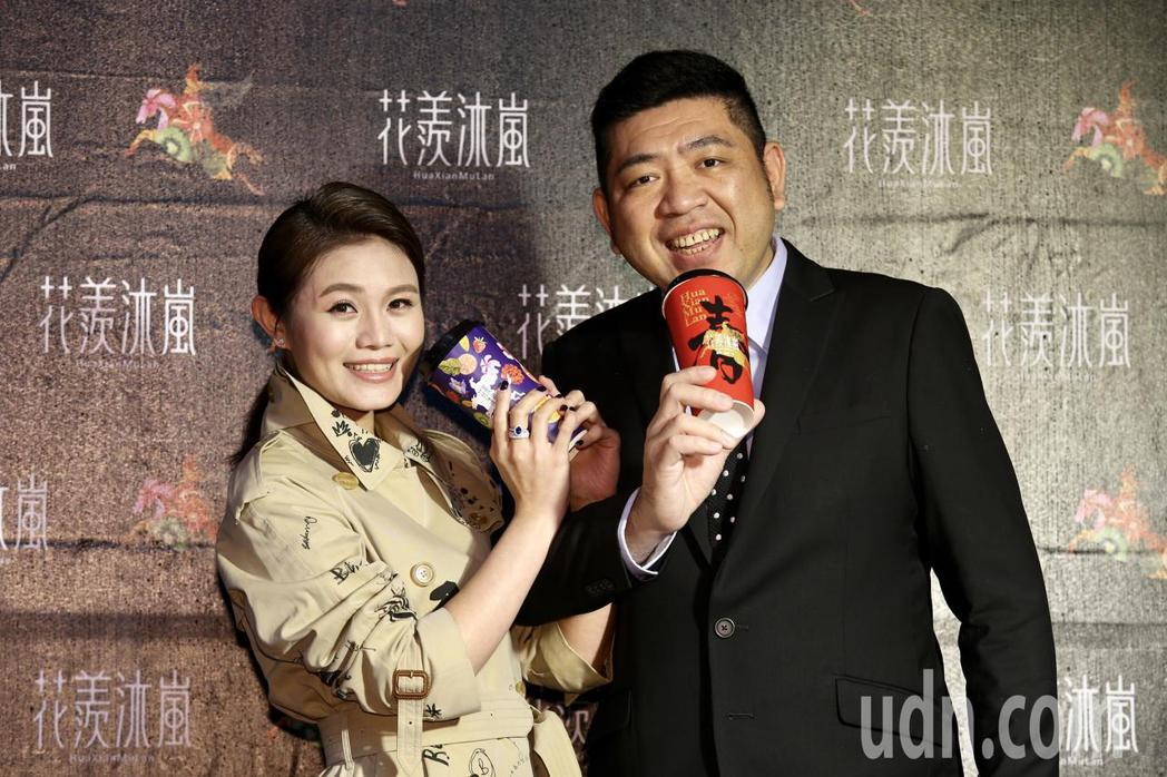 NONO(右)與老婆朱海君(左)出席。記者林伯東/攝影