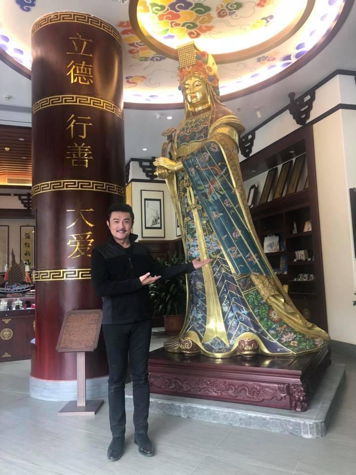 李㼈近來因岳父醜聞,成了媒體追逐對象。圖/摘自臉書