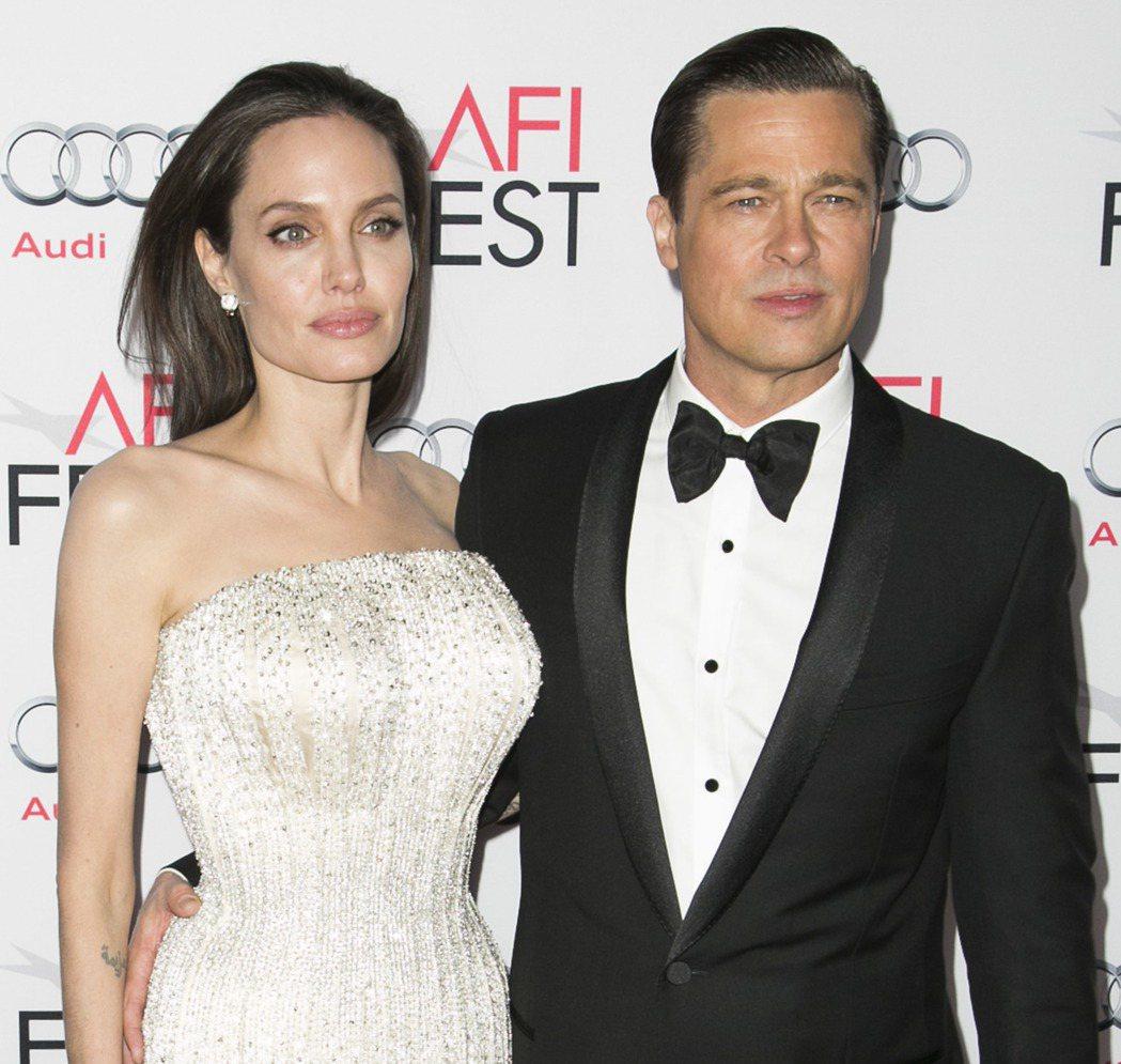 安琪莉娜裘莉(左)與布萊德彼特(右)傳言最快將在2月簽字離婚。圖/達志影像