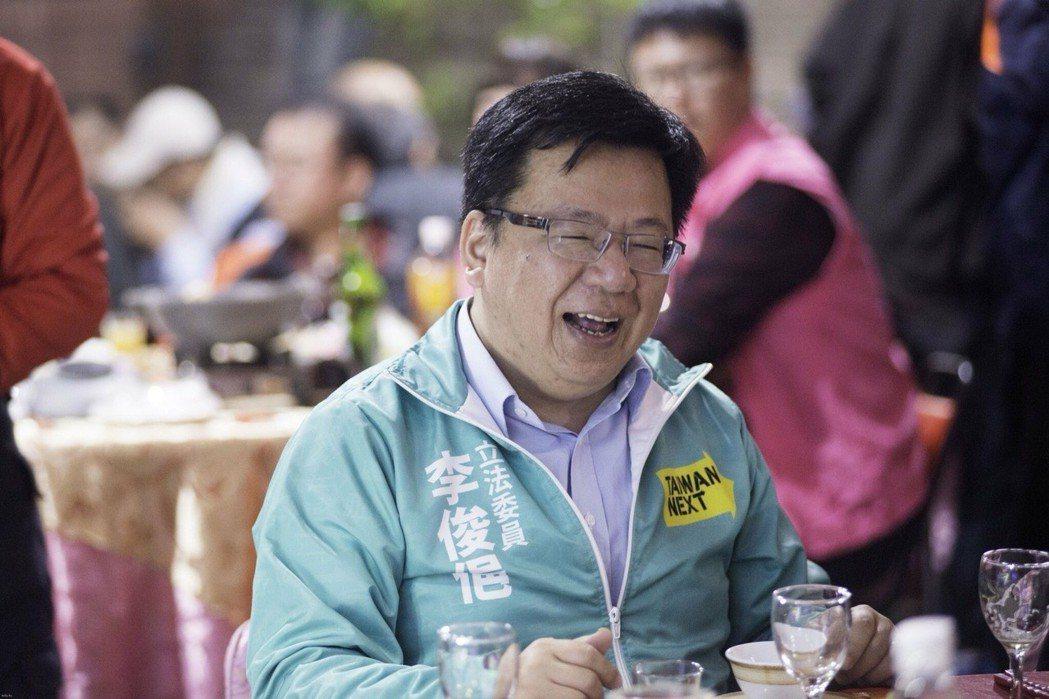 民進黨籍立委李俊俋最近忙著參加尾牙餐會,他幽默地在臉書PO文「尾牙季開始,我可以...